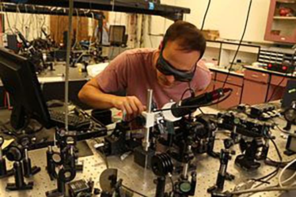 Prof. Jarrahi's Research Grp. has Developed Highly Sensitive Terahertz Detectors based on Plasmonic Nano-Antenna Arrays